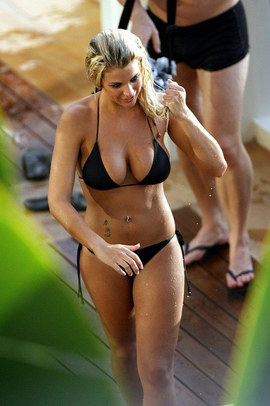 Behind the scenes of a Gemma Atkinson calendar shoot (17 photos)