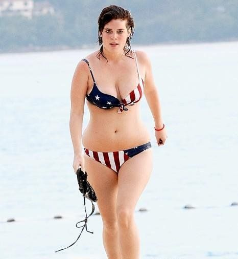 Princess Eugenie of York on the beach in Thailand (6 photos)