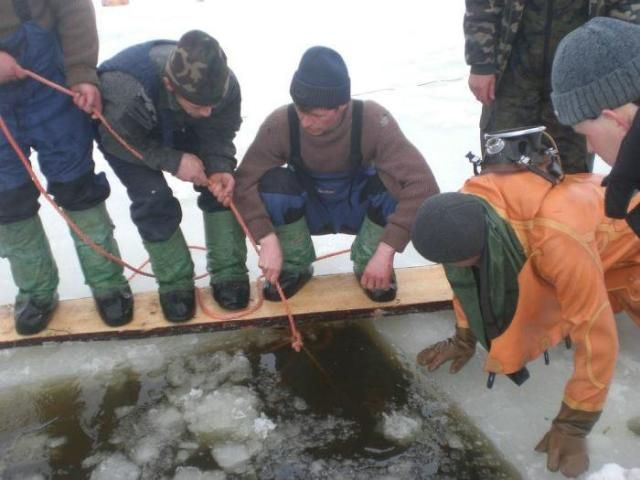 Ice fishing. Nice ! (11 photos)