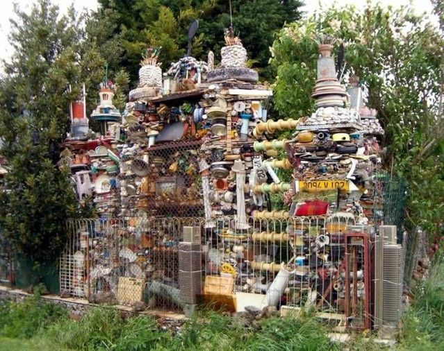 House made from trash (8 photos)