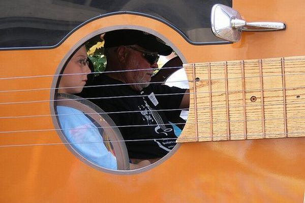 Cool guitar car (7 pics)