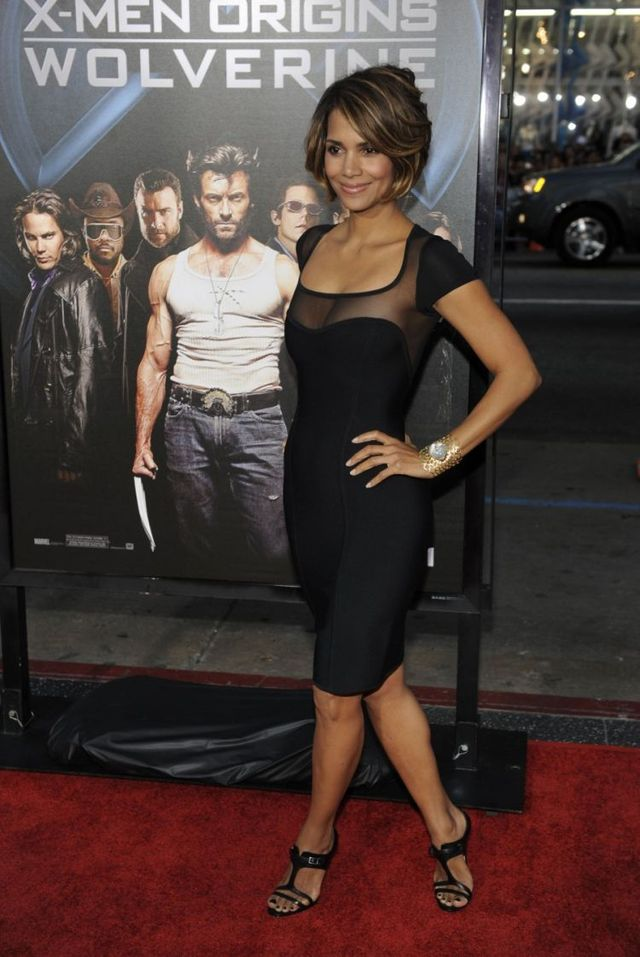 Halle Berry doesn't look mutant (6 pics)