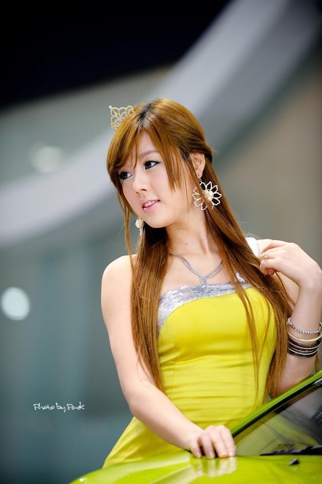 Pretty girl from an auto show (13 pics) - Izismile.com