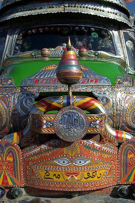 Tuning in Pakistan (26 photos)