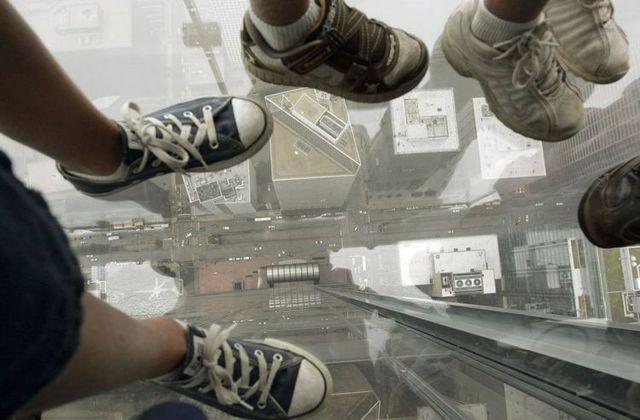 صور بلكونة شفافة في الدور 103لا يفووووتكم Sears_tower_balconies_09