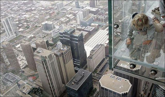 صور بلكونة شفافة في الدور 103لا يفووووتكم Sears_tower_balconies_14