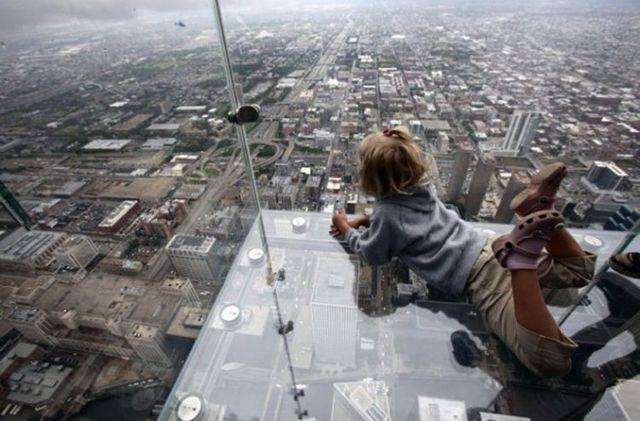 صور بلكونة شفافة في الدور 103لا يفووووتكم Sears_tower_balconies_17