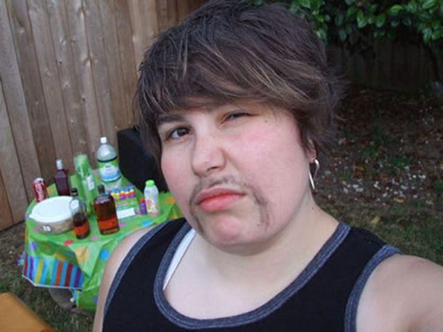 mustache 01 - Bıyıklı Kadınlar