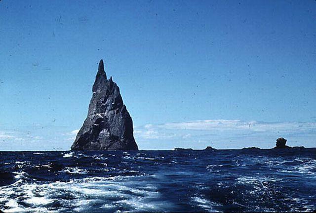 balls pyramid 10 - Ball's Pyramid