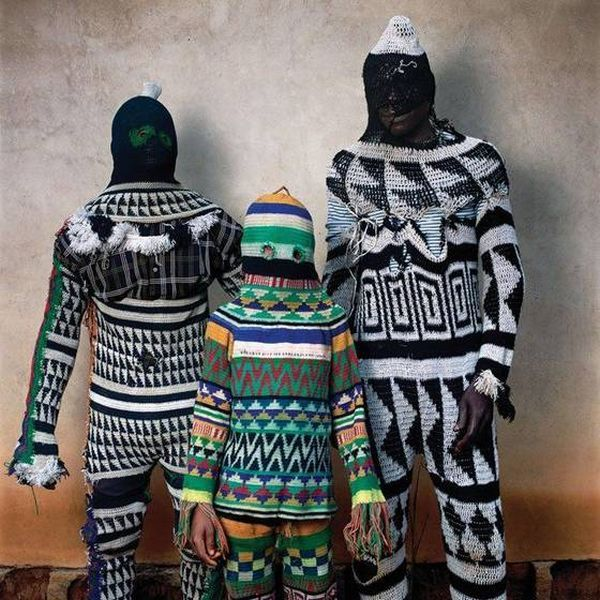 Ritual costumes from West Africa (24 pics)