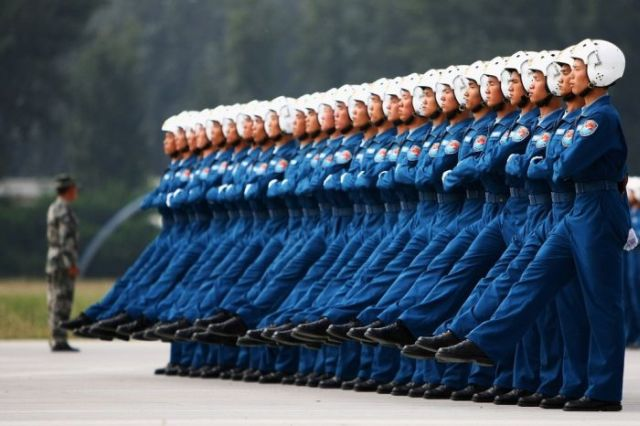 Chinese pilots' preparation for the parade (6 pics)