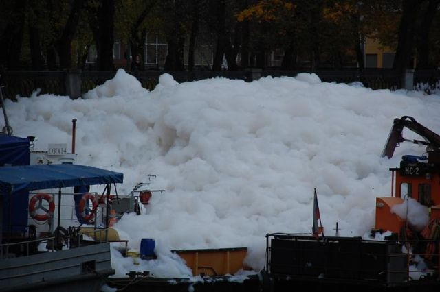 river foam 02 - A river full of foam