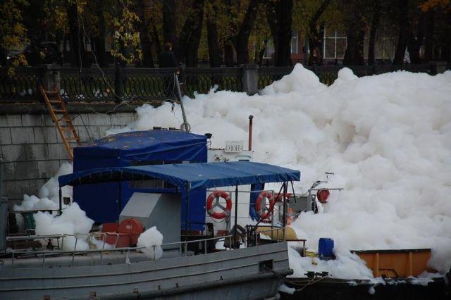 river foam 03 - A river full of foam