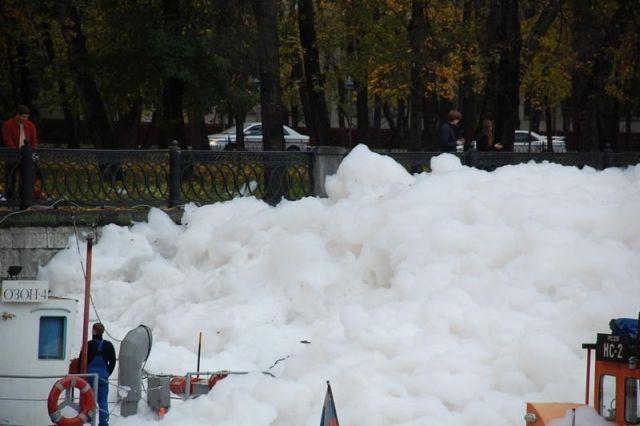 river foam 09 - A river full of foam
