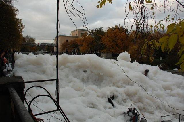 river foam 13 - A river full of foam