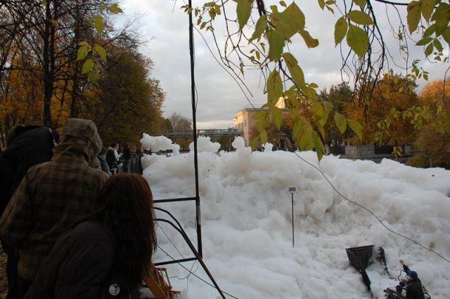 river foam 14 - A river full of foam