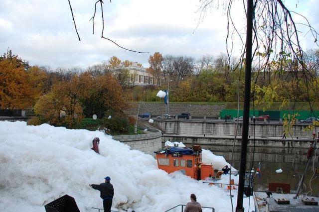 river foam 17 - A river full of foam