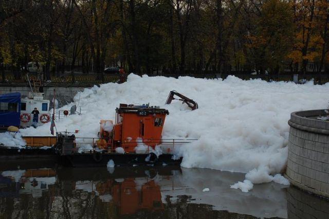 river foam 19 - A river full of foam