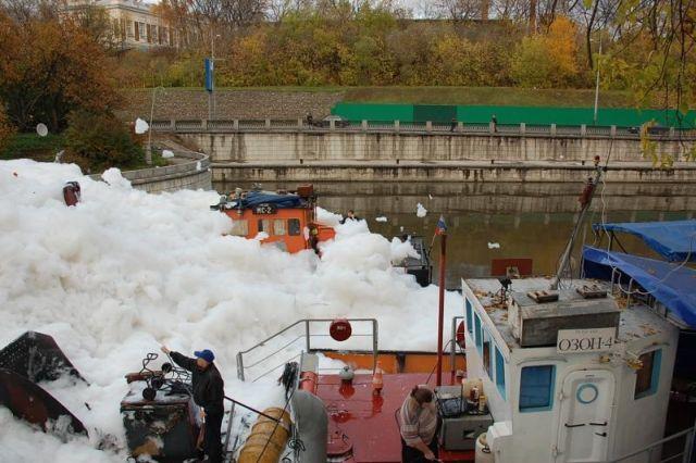 river foam 23 - A river full of foam
