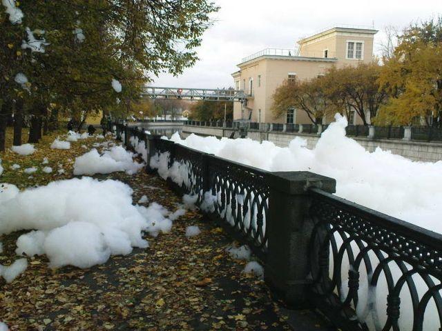 river foam 28 - A river full of foam