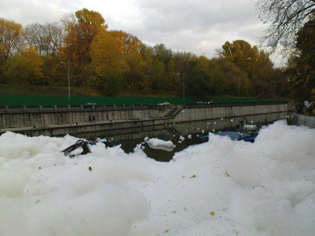river foam 29 - A river full of foam