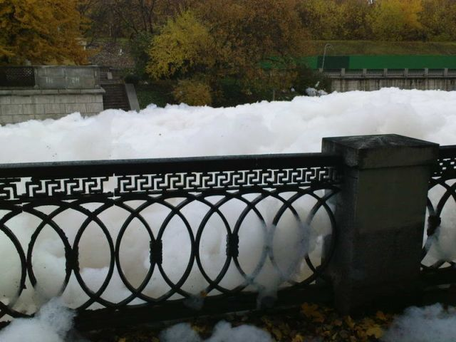 river foam 30 - A river full of foam