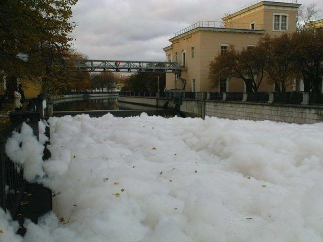 river foam 31 - A river full of foam