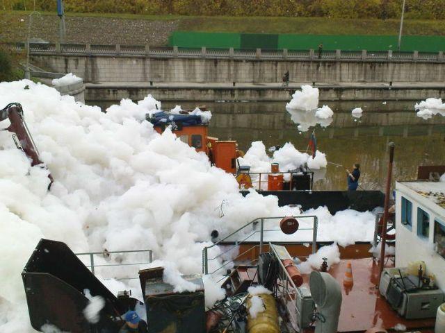 river foam 33 - A river full of foam