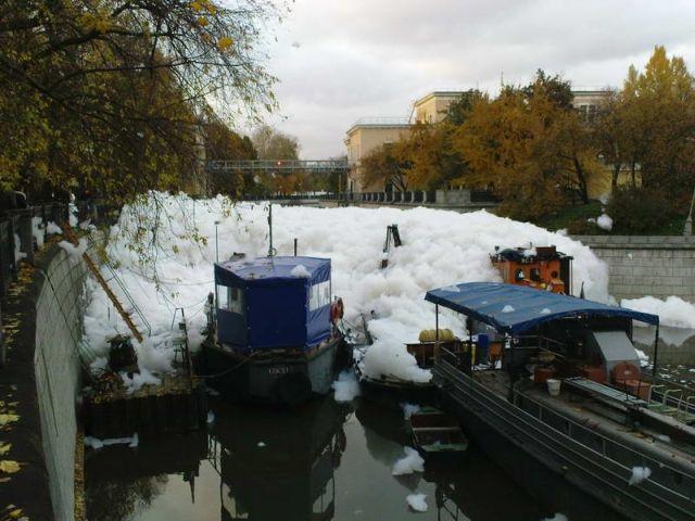 river foam 35 - A river full of foam
