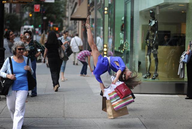 Dancers among Us (16 pics)