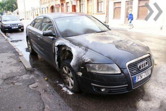 Lightning Struck an Audi (3 pics)