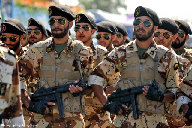 Uniformes Militares del Mundo The_iranian_military_640_03