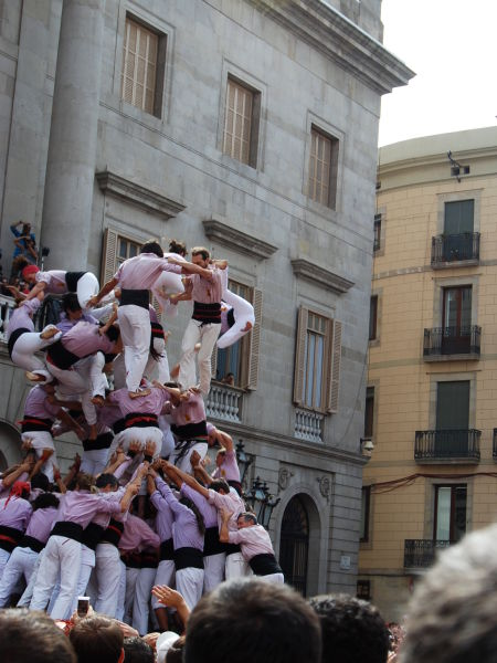 The Falling Human Towers (28 pics + 1 video)