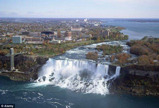 A Completely Dry Niagara Falls