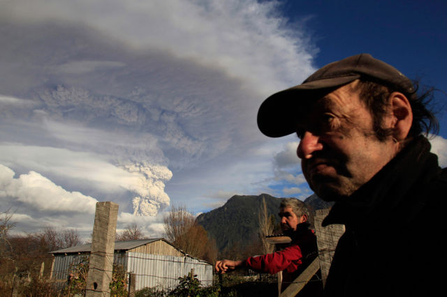 Chilean Volcano Drops Ash in Argentina and Puts on a Display of Lighting