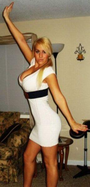 SUPER SEXY DENGAN BAJU KETAT. Oh_my_those_tight_dresses_640_21