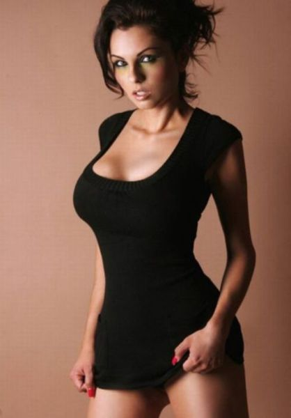 SUPER SEXY DENGAN BAJU KETAT. Oh_my_those_tight_dresses_640_23
