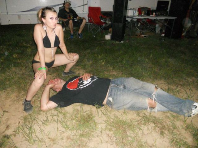Drunk People Get Treated to Some Butt Action from Enthusiastic Girls