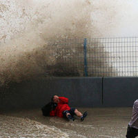 Massive Tidal Wave in China Stuns Spectators  (19 pics)