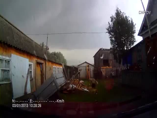 Car-Cam Records Tornado Wrecking Russian Village  (VIDEO)