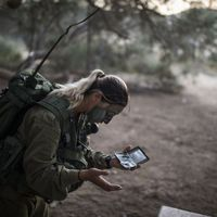 The Real Women Serving in the Israeli Army  (35 pics)