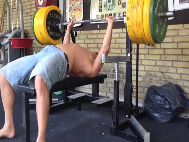 Idiot Almost Kills Himself While Bench Pressing  (VIDEO)