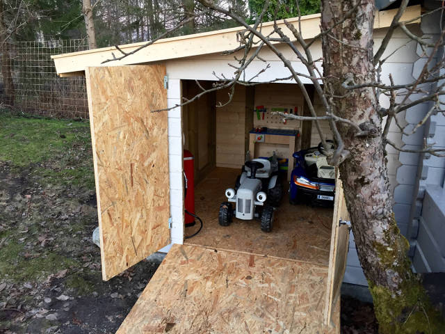 Amazing Mini-Garage That A Caring Father Built For His Son