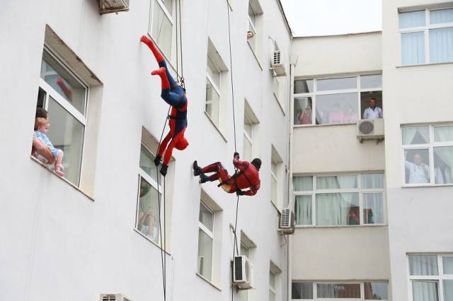 Policemen In Albania Surprised Kids In Hospital By Dressing As Superheroes