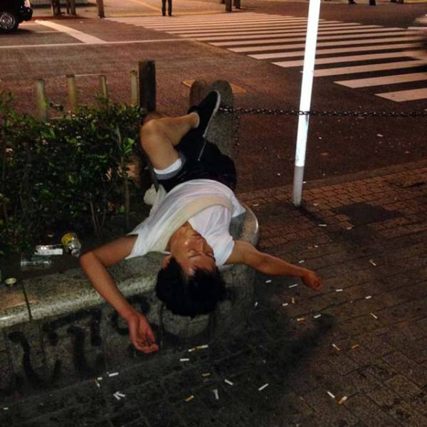 Drunk Japanese People Falling Asleep In Public Places 40 Pics Izismile Com